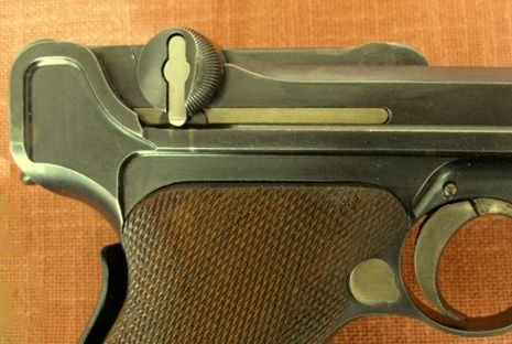 Luger 22 Detalhe da trava lateral do ferrolho Old Model