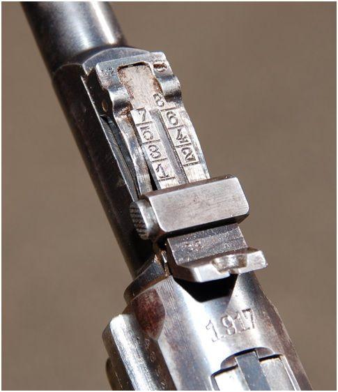 10. Detalhe da alça de mira do modelo Artillery este exemplar datado de 1917