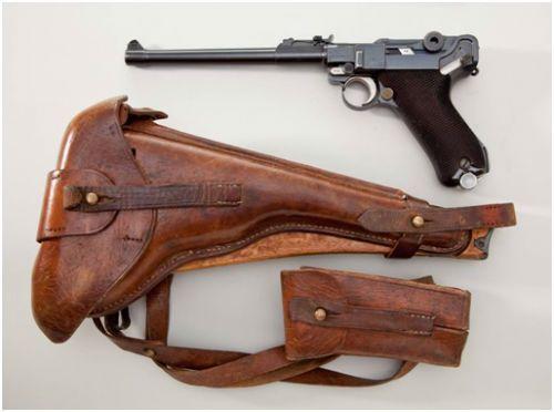 11. Luger Artillery Model de 1918 com o coldre de couro bolsa para carregadores adicionais e coronha de madeira