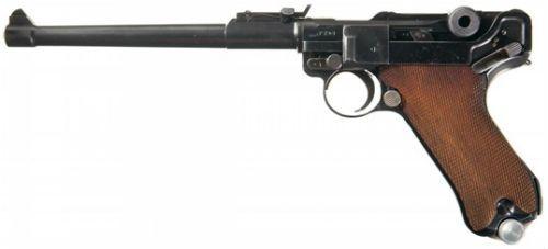 13. pistola Luger modelo Artillery datada de 1915 note a base do carregador feita em alumínio ao invés de madeira opção comum nas Lugers produzidas no período da I Guerra