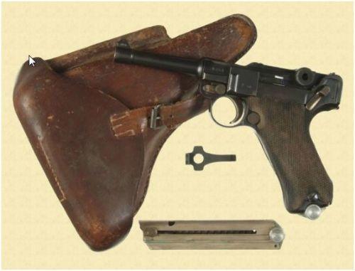 17. Pistola Parabellum P 08 de fabricação Simson Co. de Suhl com coldre e ferramenta de carregamento e chave de fenda