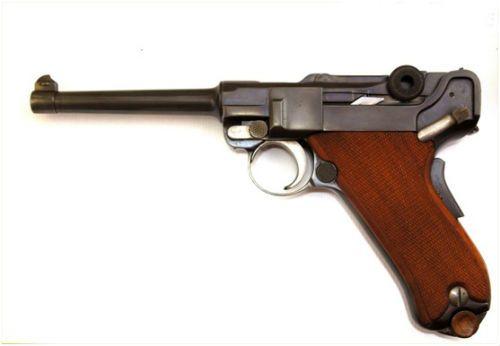 20 . A pistola Parabellum Luger fabricada em 1924 modelo 1906 pela Waffenfabrik