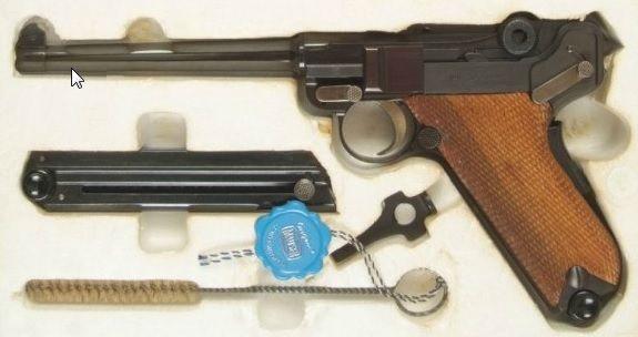 37. A Luger 29 70 produzida pela Mauser e comercializada na forma deste kit nos USA