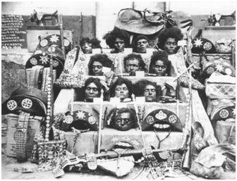 39. Lampião e vários outros seus companheiros de bando ostentavam suas Parabellum com muito orgulho