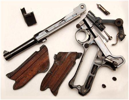 46. Visão geral uma desmontagem parcial de uma 1908 em calibre 9mm
