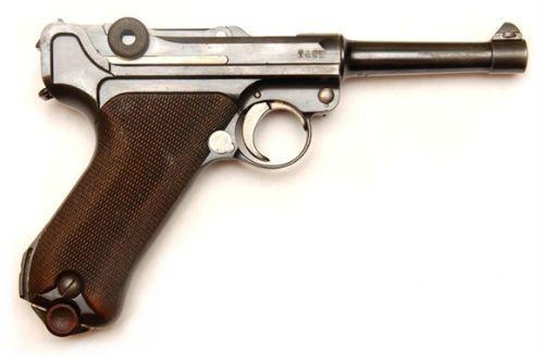 8. Uma P 08 militar lado esquerdo primeiro modelo