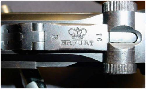 9. 1913. A data era estampada sobre a câmara e os números de série do lado esquerdo