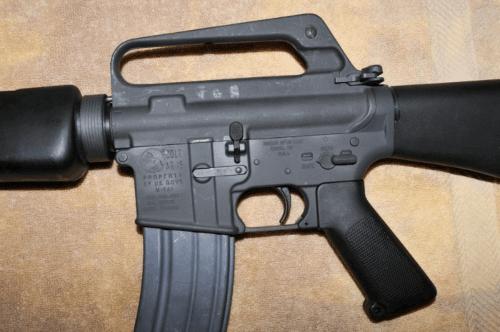 09. Lado esquerdo do M16A1